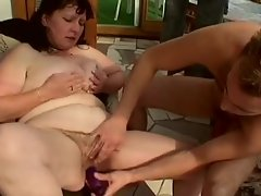 Fat mature pumped in her hairy cunt