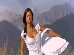 Manuela Arcuri Hot Cleavage In Bagnomaria