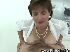 Mature british Lady Sonia gets a cumshot