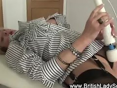 Mature brit Lady Sonia gets herself off