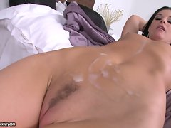 Babe India Summers receives a hot spray of cock sauce after fucking wild