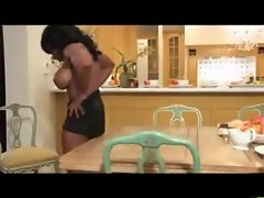 Muscular Yvette Bova - fuck in the Kitchen
