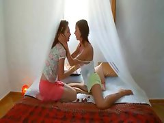 Insane portuguese lesbo pussy eating