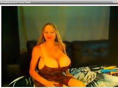 webcam - brooklynlace aka deenaduos topless (8-22-12)