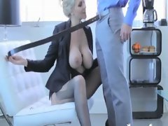 MILF in stockings gets her pussy eaten