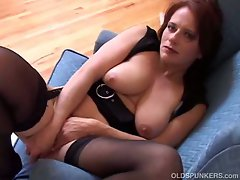 Redhead amateur mature pussy plugging with dildo