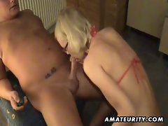 Amateur girlfriend toys dude's ass and gives blowjob with cumshot