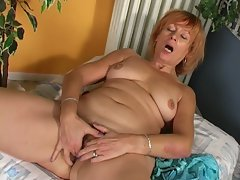 Spunk starving mature granny opens wide and play old pussy