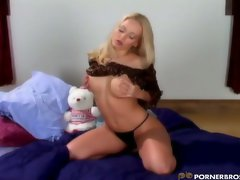 Jana Cova in hot masturbation