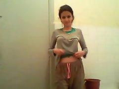 Me solo bathroom2 arab beurette