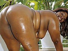 Mo Azz is an aptly named black BBW babe, and she knows exactly how to...