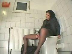 Masturbation on Toilet by snahbrandy