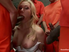 Samantha Sin hottie wardenn do blowjob gangbang
