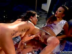 London Keys and Nika Noire lesbians diddling wet cunt