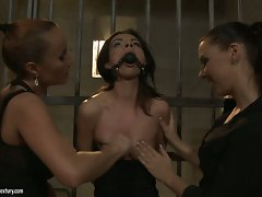 Maria Bellucci with slut mash the tits of horny babe