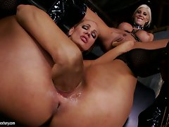 Puma Swede and Vega Vixen do deep fisting