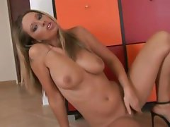 Roxy is a hot blonde babe that likes posing and making you horny