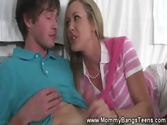 Horny guy returns the favour by eating out the milf and teen pussy