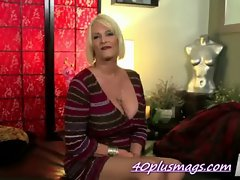 Big tits divorcee a new porn star