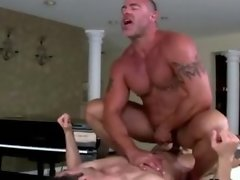 Horny straight guy gives facial