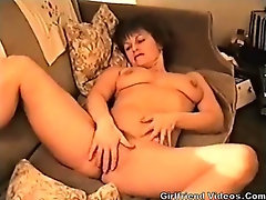 Wife Posing & Pussy Rub
