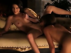 Three art lezzies playing in threesome