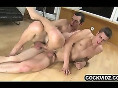 Big dick skinny guy barebacks some ass