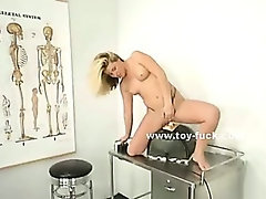 Tight pussy enlarged by huge fucking machine in solo video and deep drilling of naughty babe