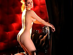 Sizzling Ulorin Vex shows off her voluptuous round ass