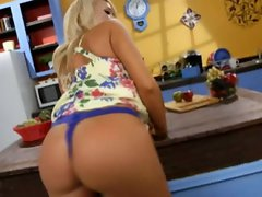 Sizzling Summer Brielle Taylor shows off her round ass