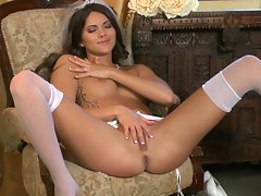 Sizzling Aspen Rae torments her juicy moist clit