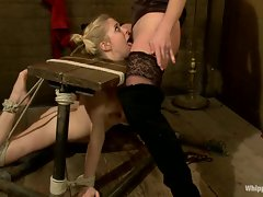 Roasting Felony gets her dripping snatch licked out