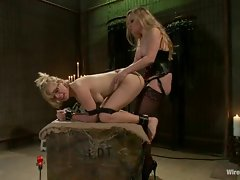 Roasting Aiden Starr dicks this babe up her wet snatch