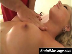 Froward hot ma' with a drab punaani gets her body massaged with oil