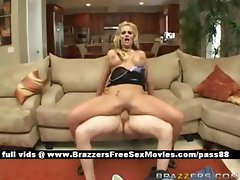 Superb blonde chick gest a blowjob