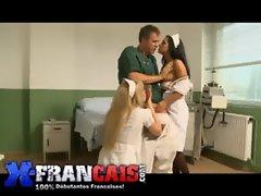 Visite m&eacute_dicale avec deux infirmi&egrave_res