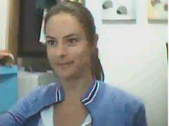 Morena fazendo strip na Web Cam