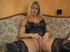 Girlie in leather eagerly demonstrates her body