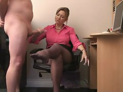 English Cougar Gives Handjob For Cum On Her Stockings !