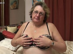 Big granny loves getting dripping by herself