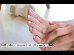 Leann _ Amateur babe licking her feet and fisting her pussy