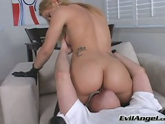 Banging bootied babe Kirra Lynne takes a pleasureable seat on her mans face