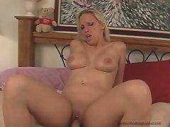 Nikki Hunter babe sitting on hard dick on bed