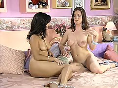Kira Reed and Sunny Leone lusty chicks on bed