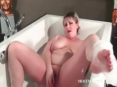 Blonde mature dildoing her pussy