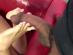 Flexi sexy feet give footjob
