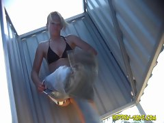 The blonde wears jeans without panties in a beach cabin!