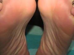 Mature latin hot soles teasing