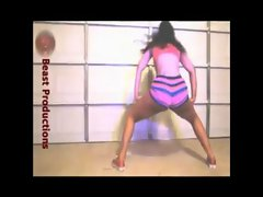 Lady Luscious Solo Bands a Make Her Dance