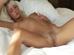 Blonde beauty spreads pink hole
